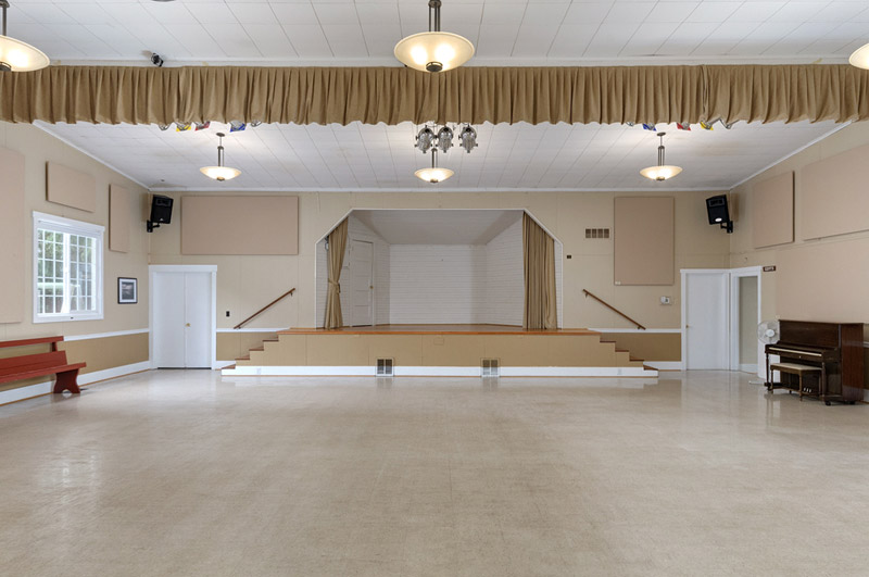clubhouse_stage